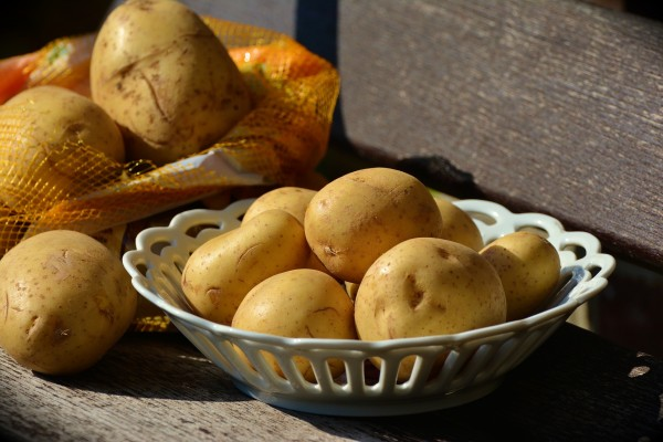 potatoes-1654294_1920